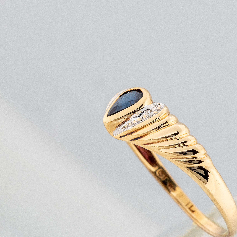 Ring, gult gull, safir, diamant