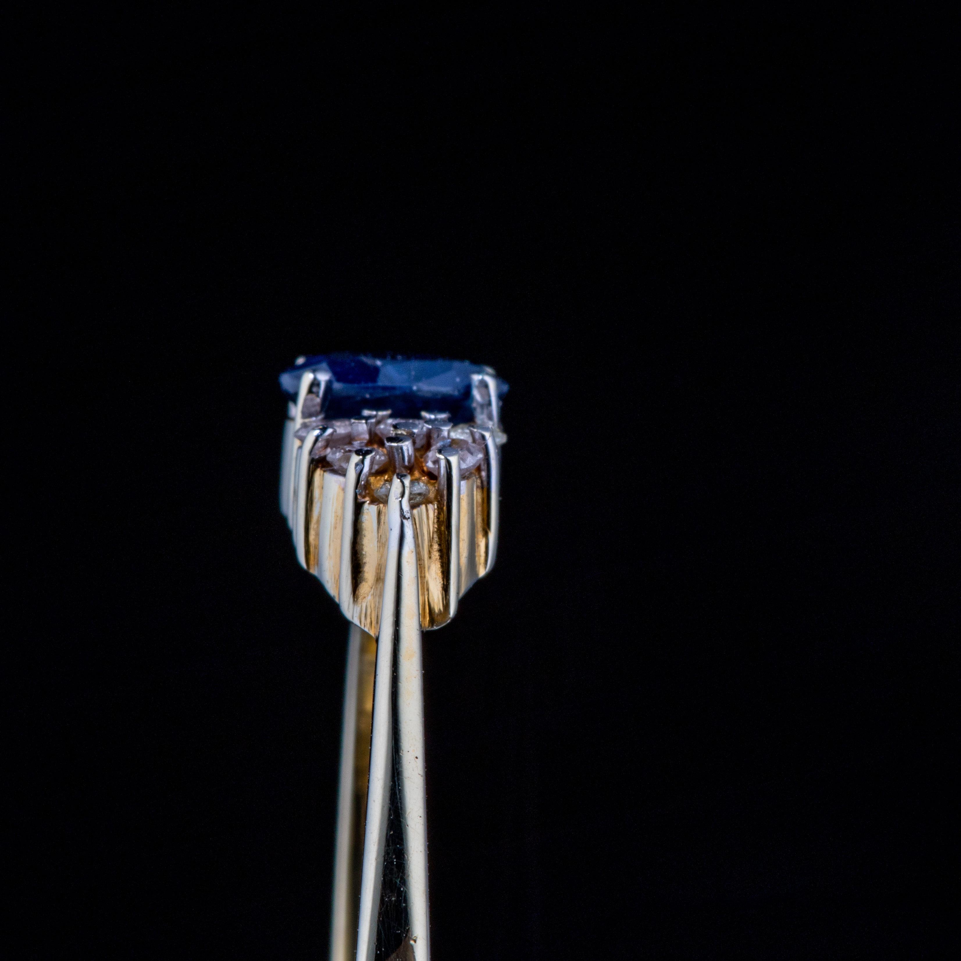 Ring, gult gull, safir, diamanter (0,18 ct.)