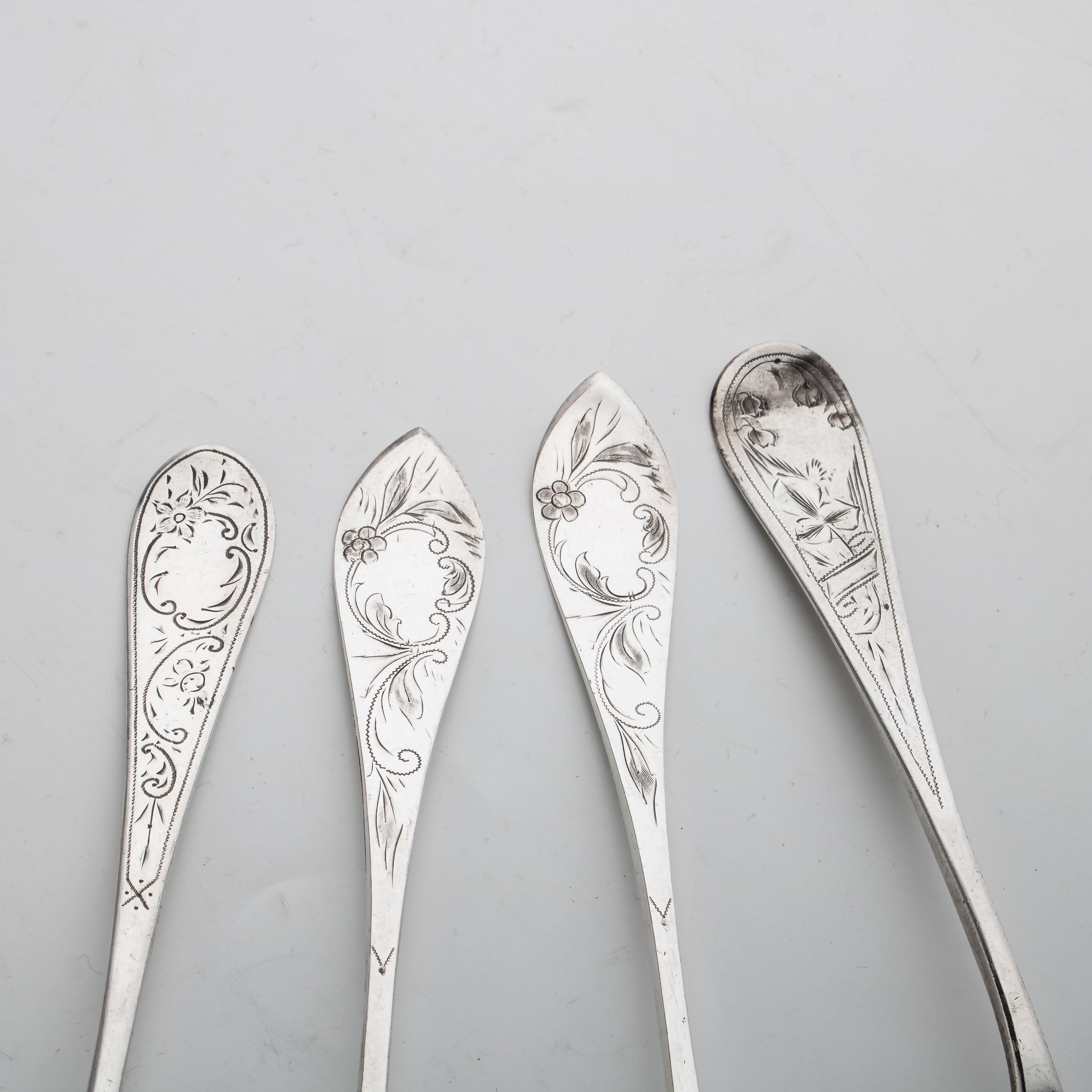 Samling spiseskjeer og -gaffel