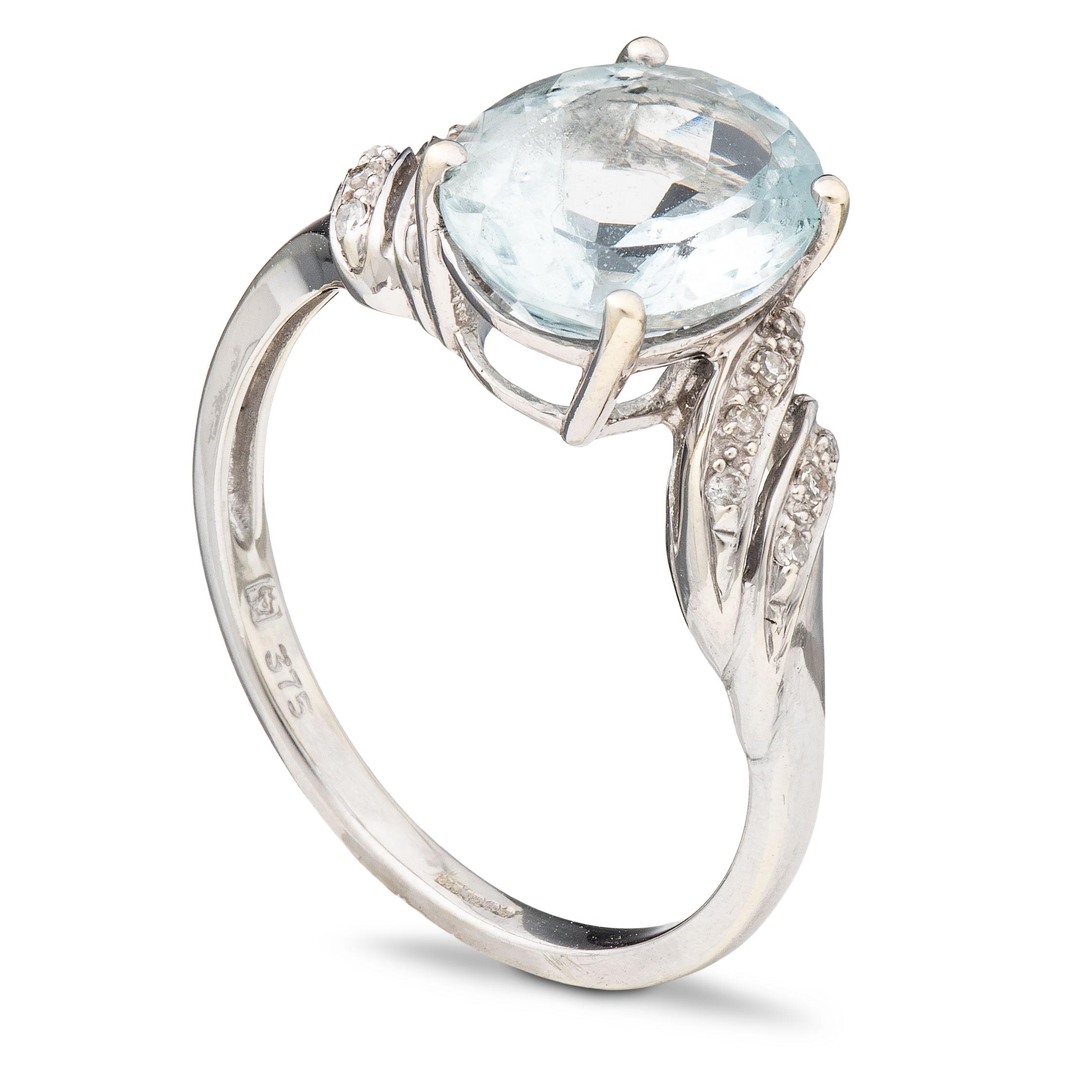 Ring, hvitt gull, akvamarin, diamanter (0,07 ct.)