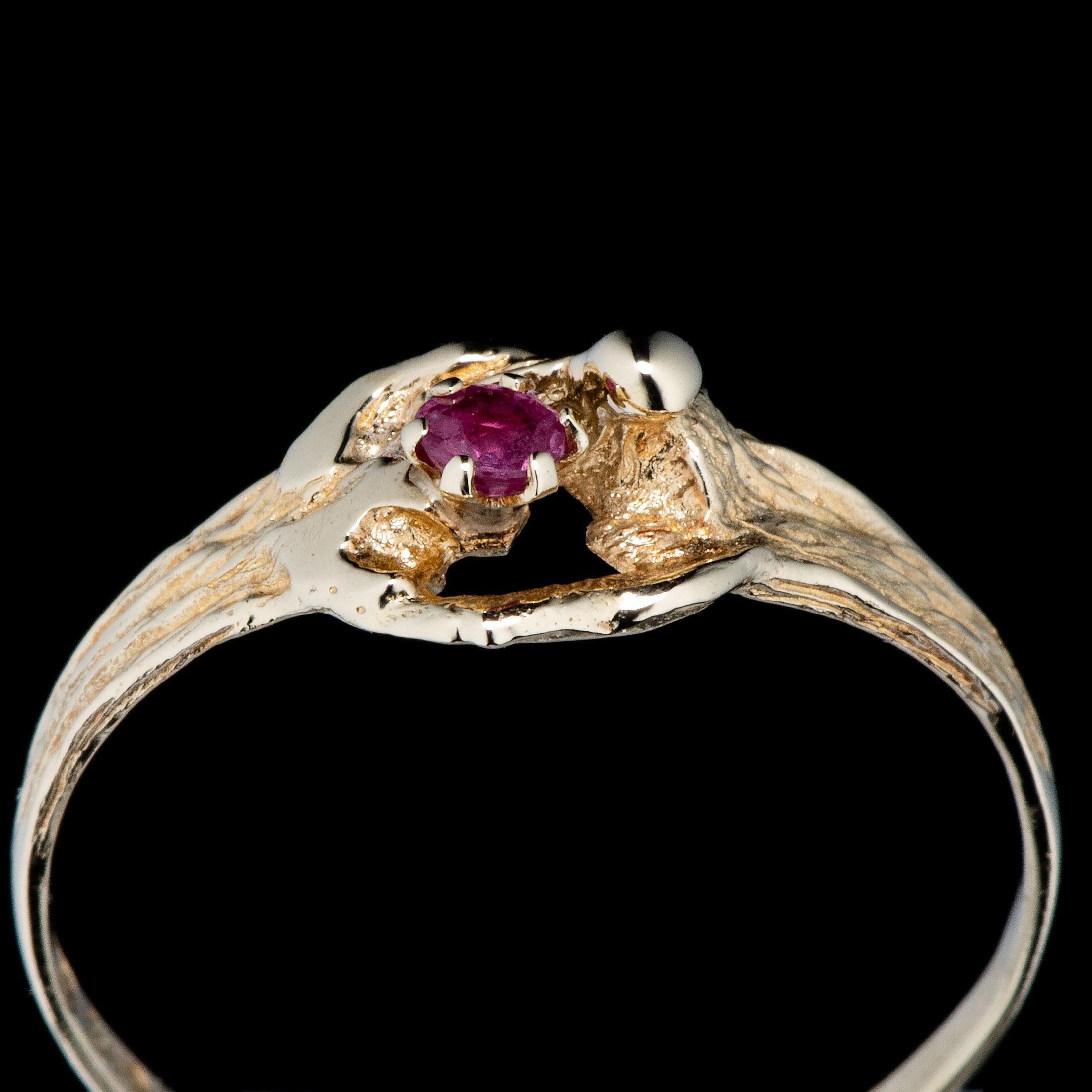 Ivar Holth ring, gult gull, rubin