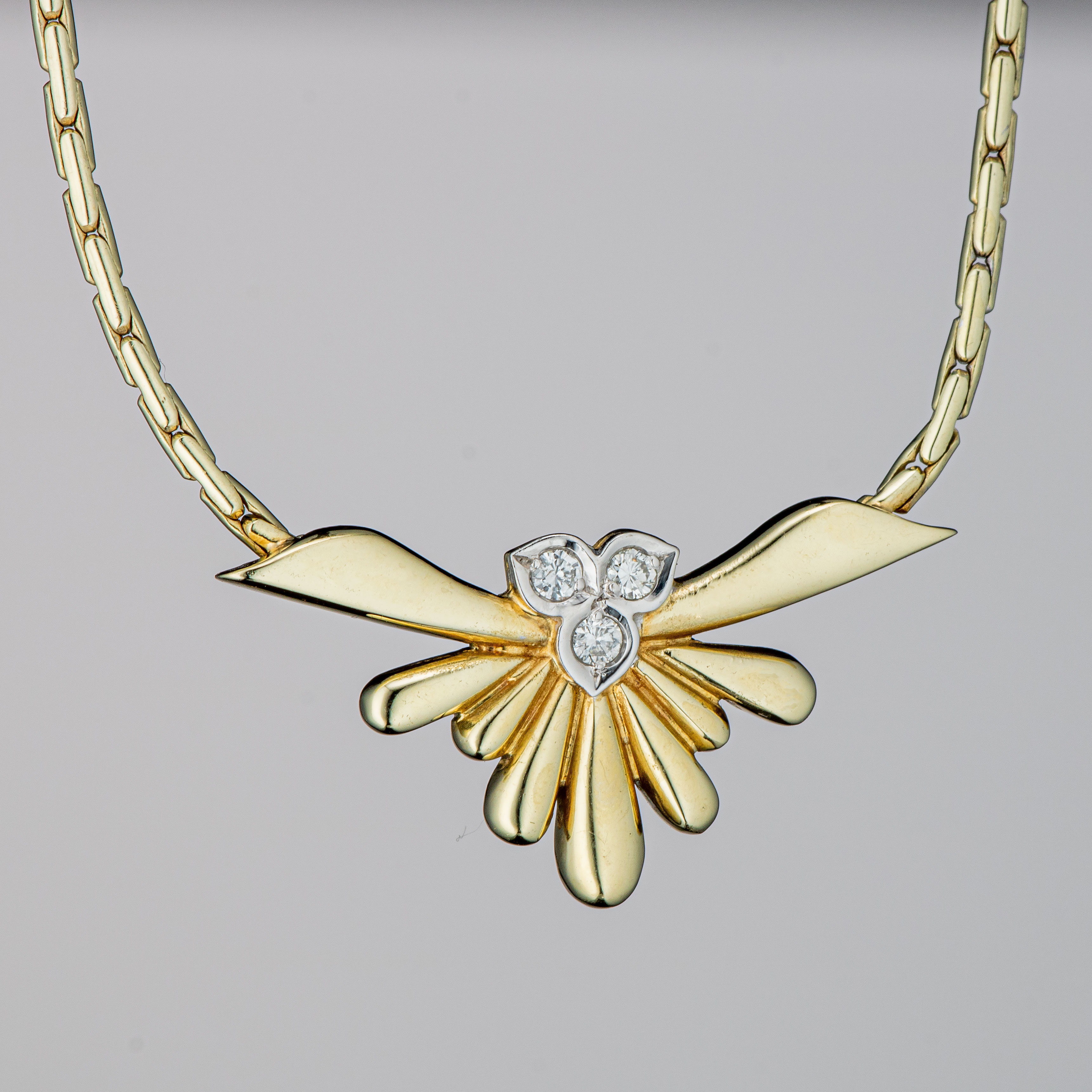 Halssmykke, gult gull, diamanter