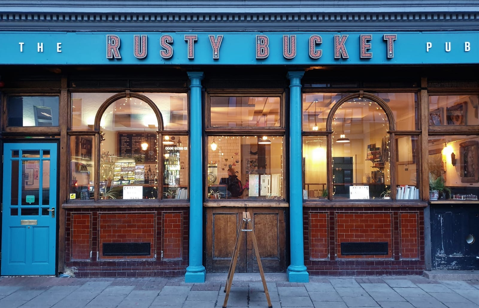 THE RUSTY BUCKET PUB