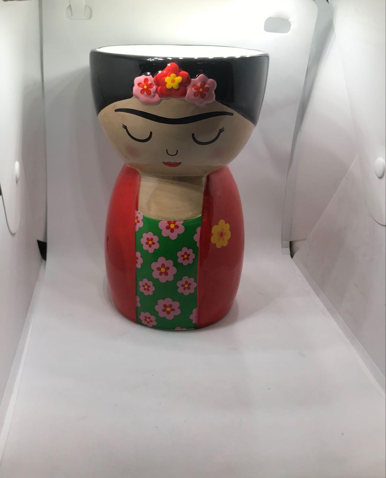 Frida shaped vase