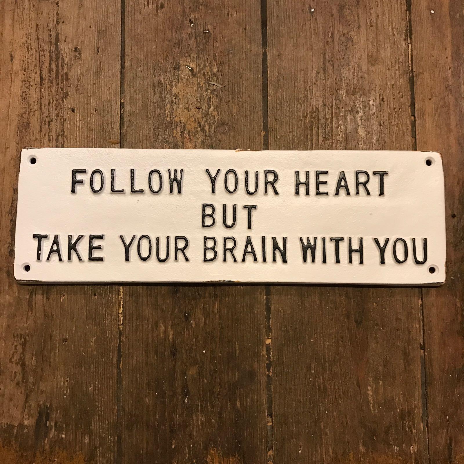 Skilt «Follow your heart»