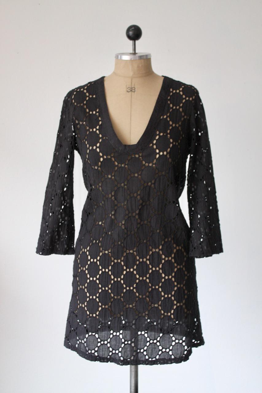 Svart kort klänning, hålmönstrad bomull, stl S