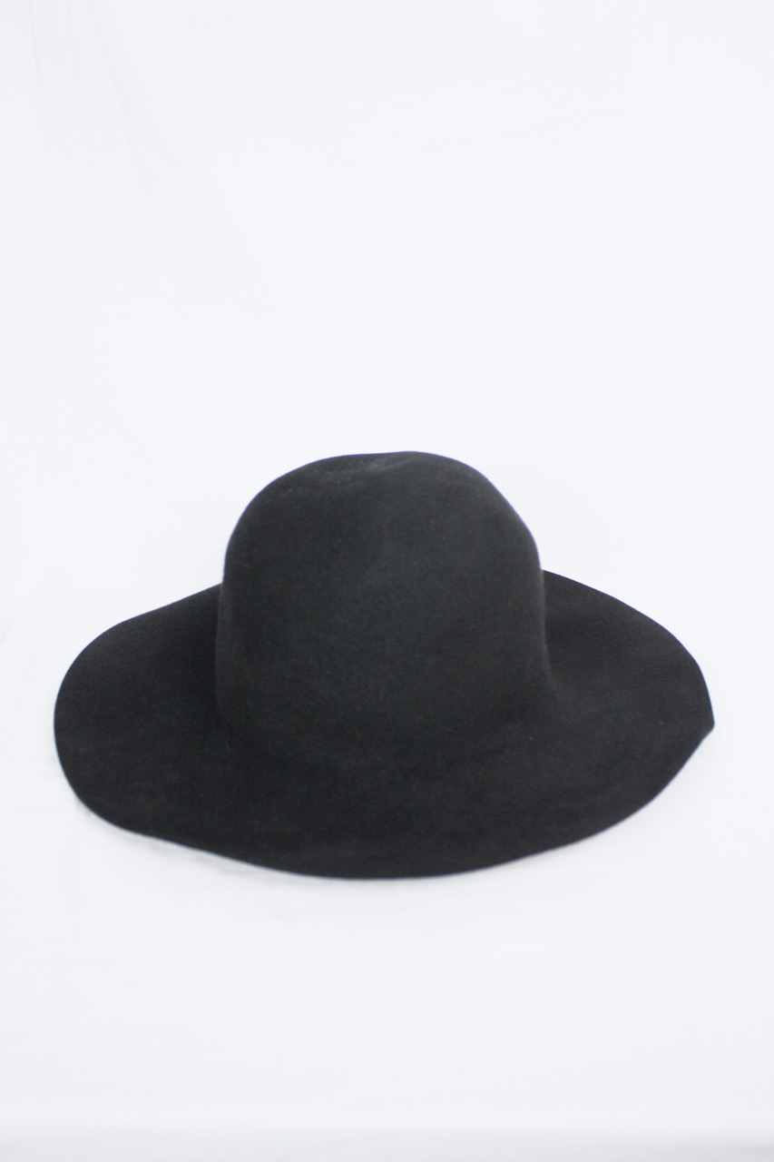 Svart stor hatt i ull, stl 55/S