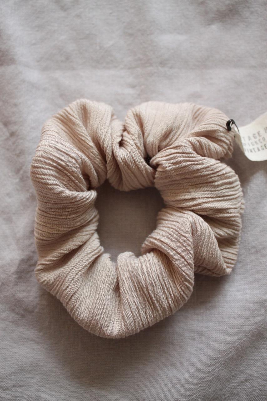 Handsydd scrunchie i bomull