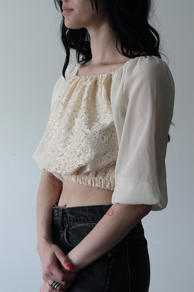 Cropped blus/top med puffärm (Small)