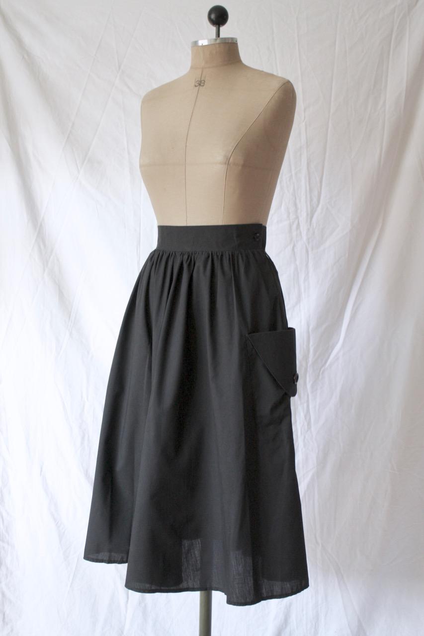 90-tal Svart vadlång kjol med fickor, stl S/M