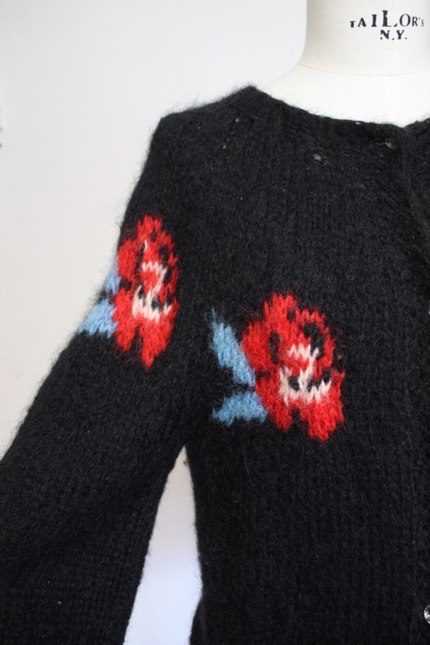 Vintage 80-tal stickad ullkofta med rosor (Medium)