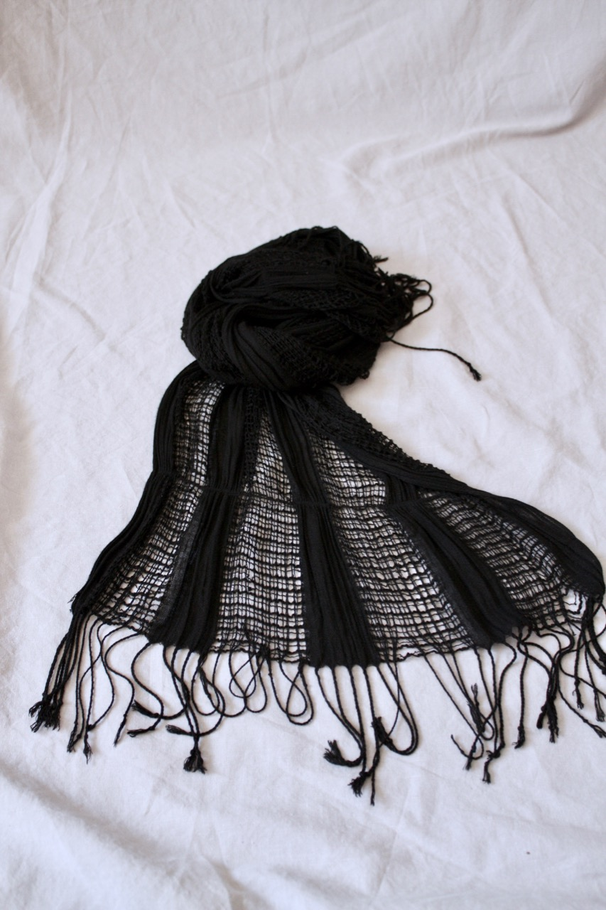 Svart löst stickad sjal