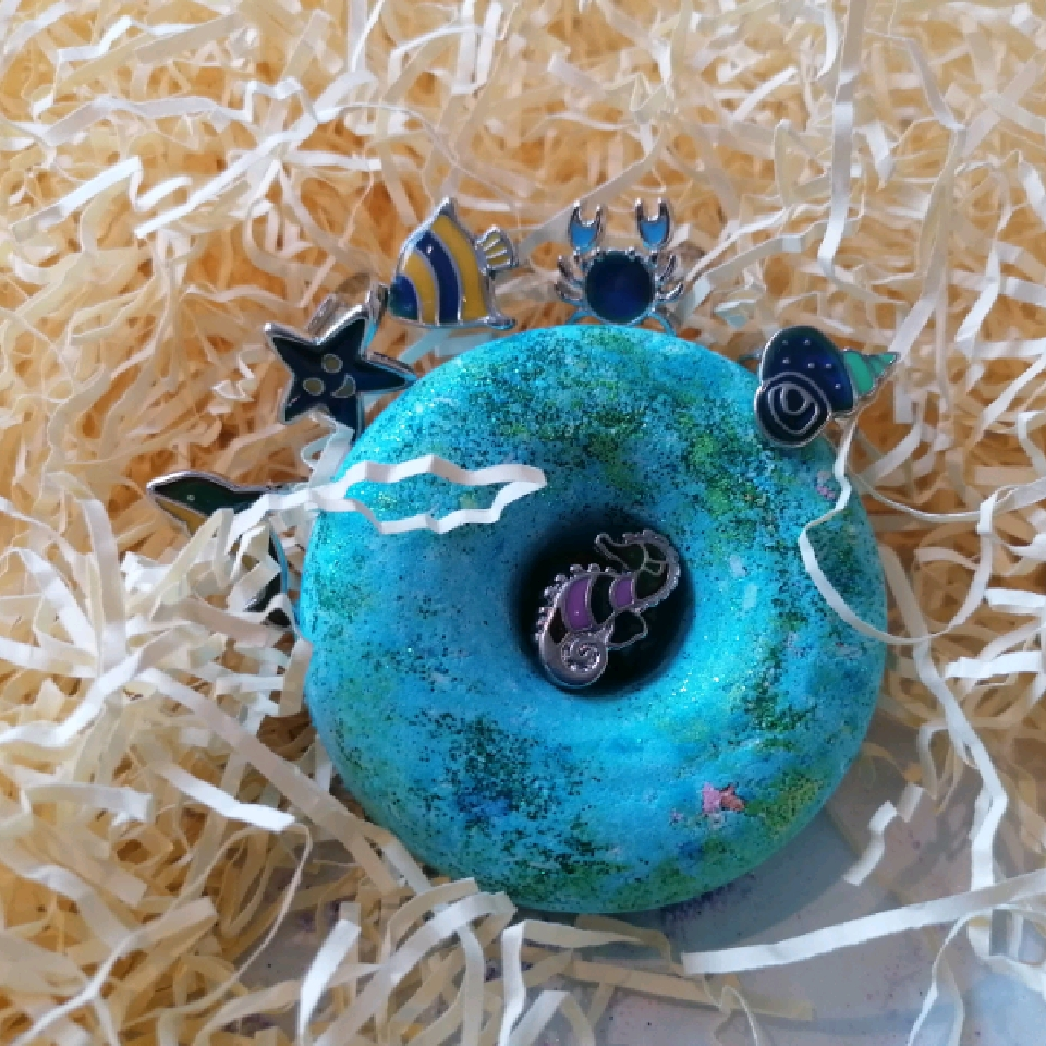 Sea Breeze doughnut with SeaLife Mood ring