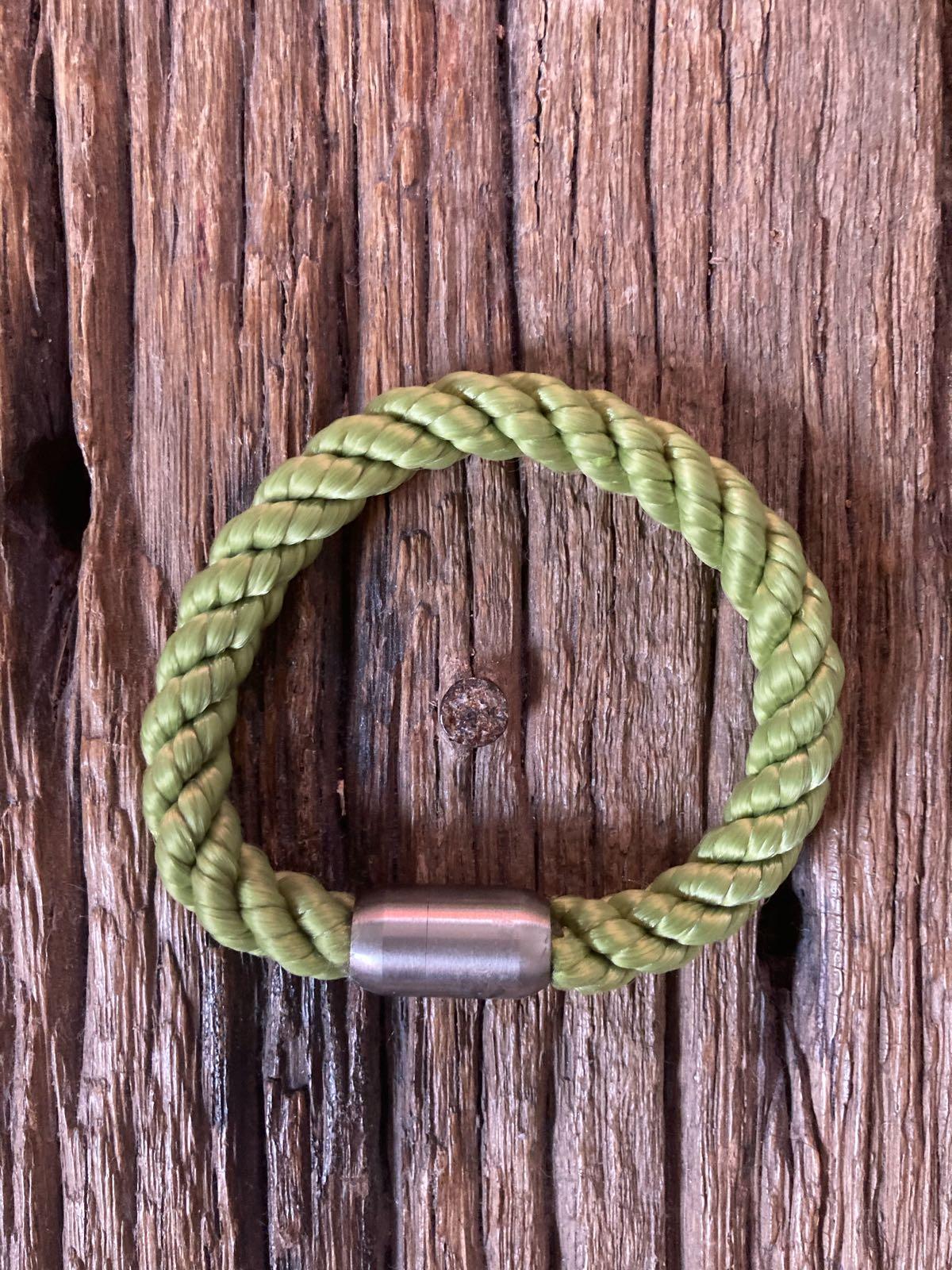 Fischereidesign - Armband 9 mm grasgrün , Silber Edelstahlverschluss