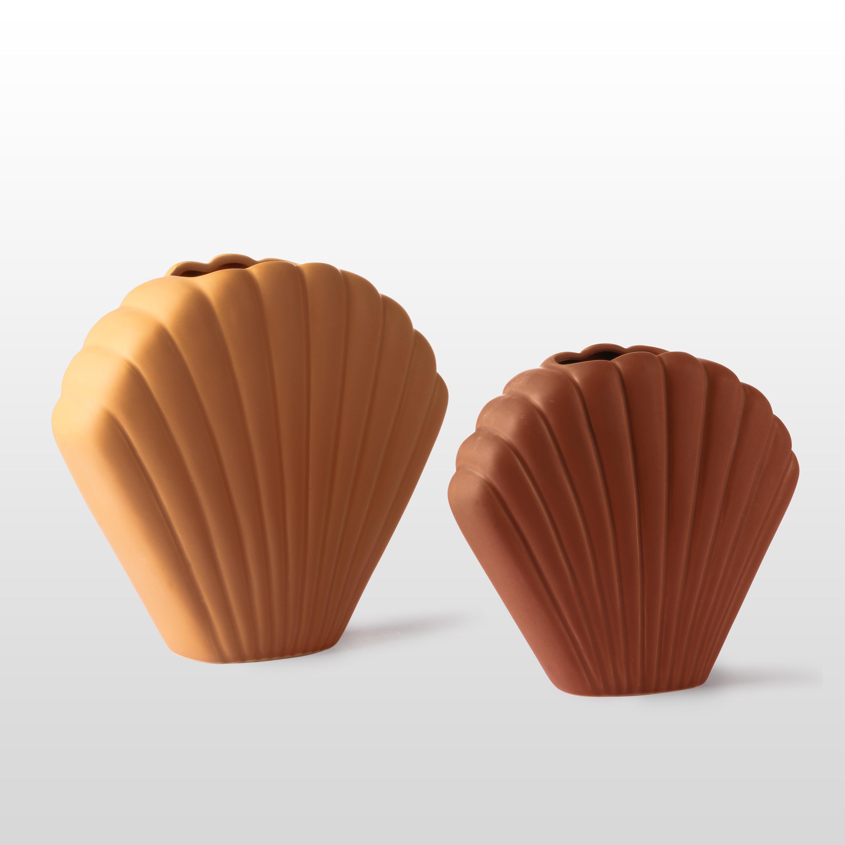 Ceramic shell vase terracotta