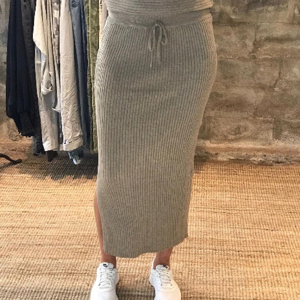 Stickad kjol med ränder