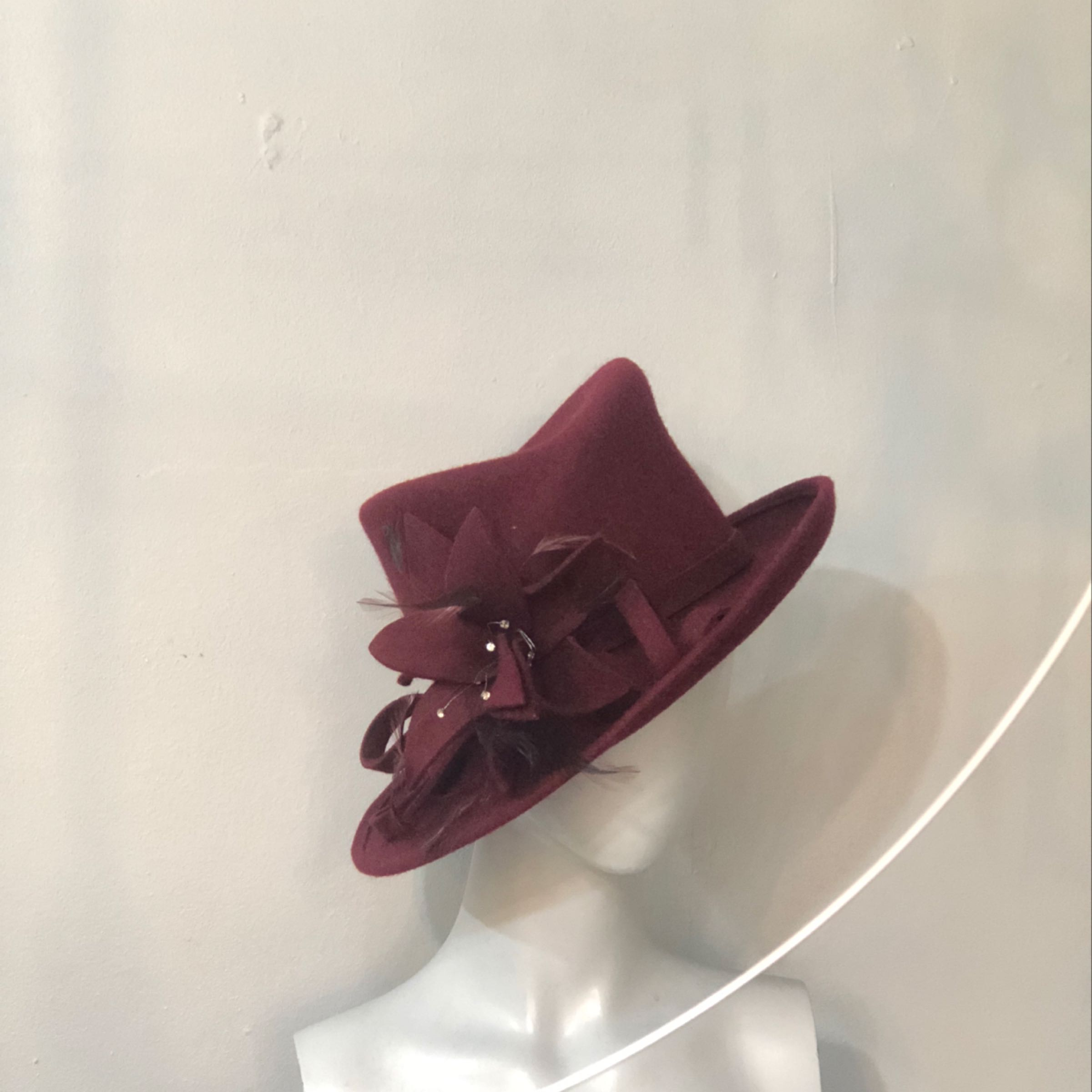 Ladies wine felt hat.