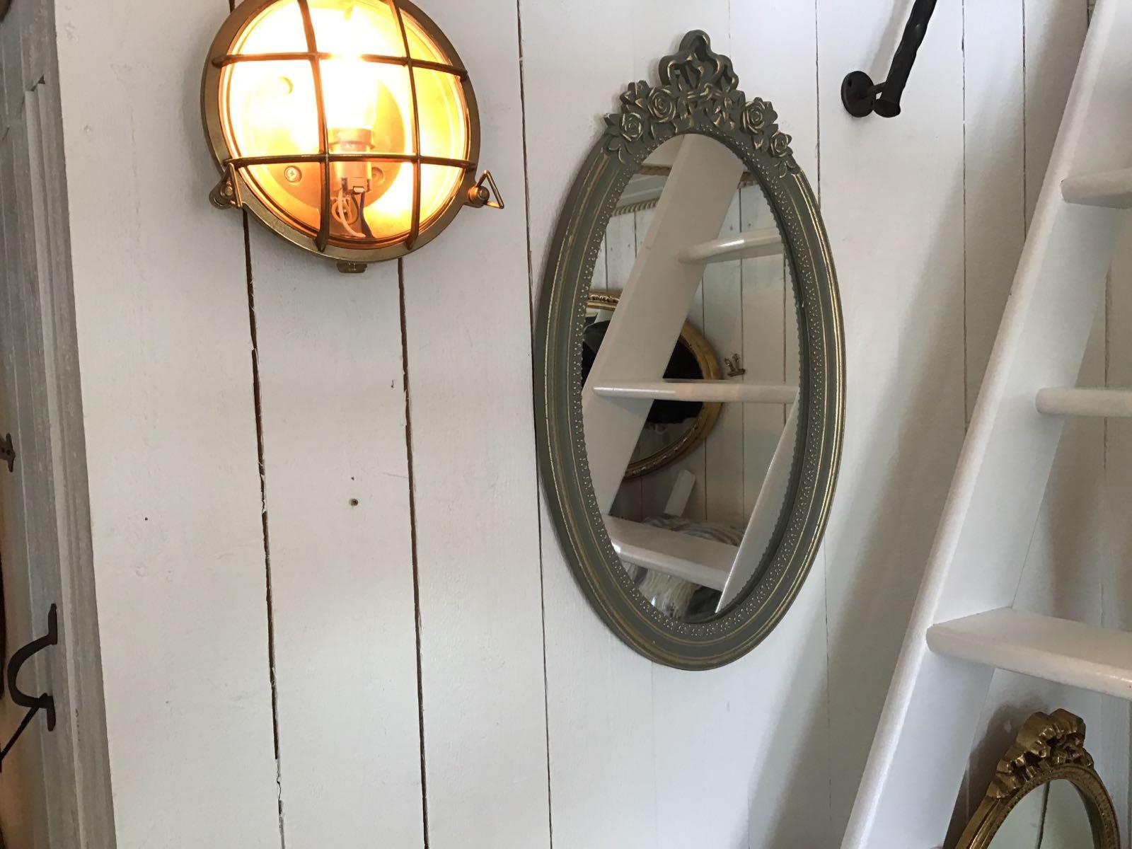 """Spegel grön med rosett (second hand, vintage, retro) - OBS! Skickas ej - Se vidare """"Hämtas i butik"""" i huvudmenyn"""
