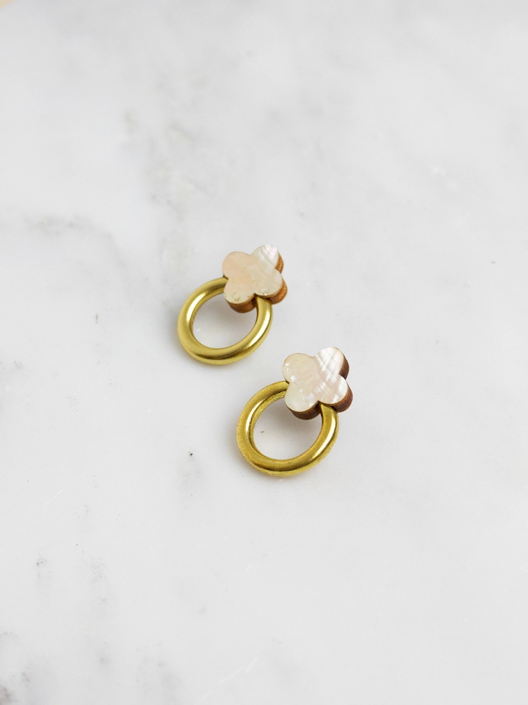 Elsa Stud Earrings mother of Pearl