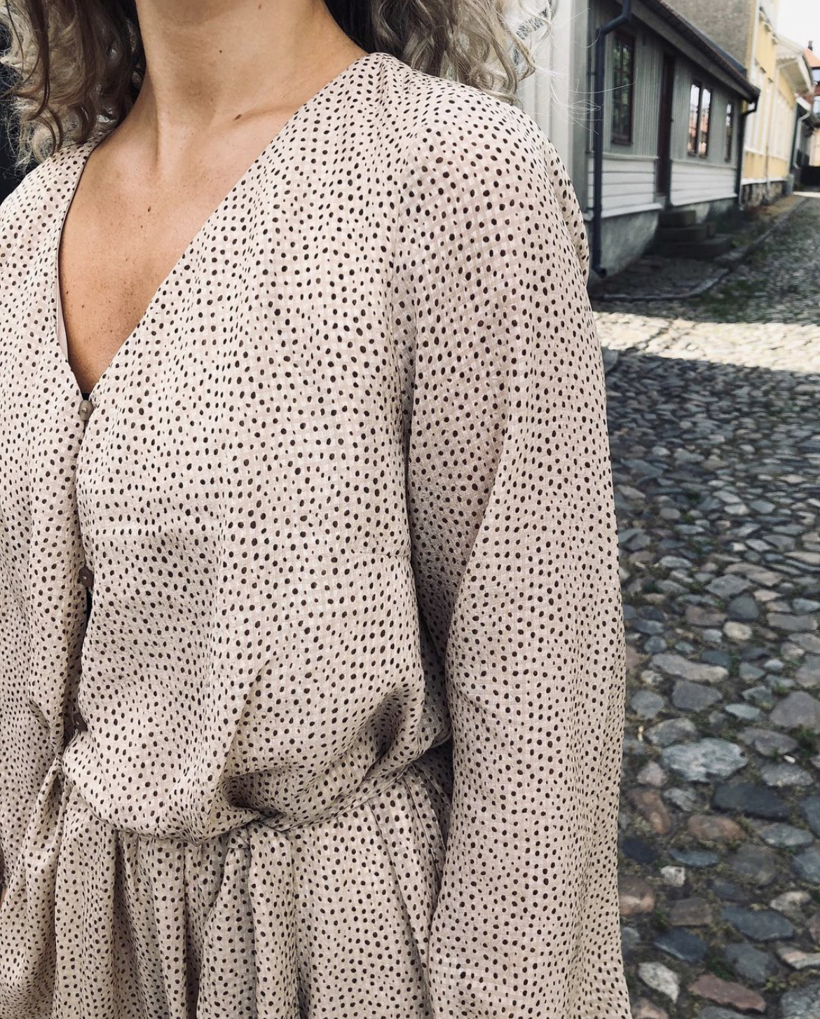 Klänning Frida beige/prickar