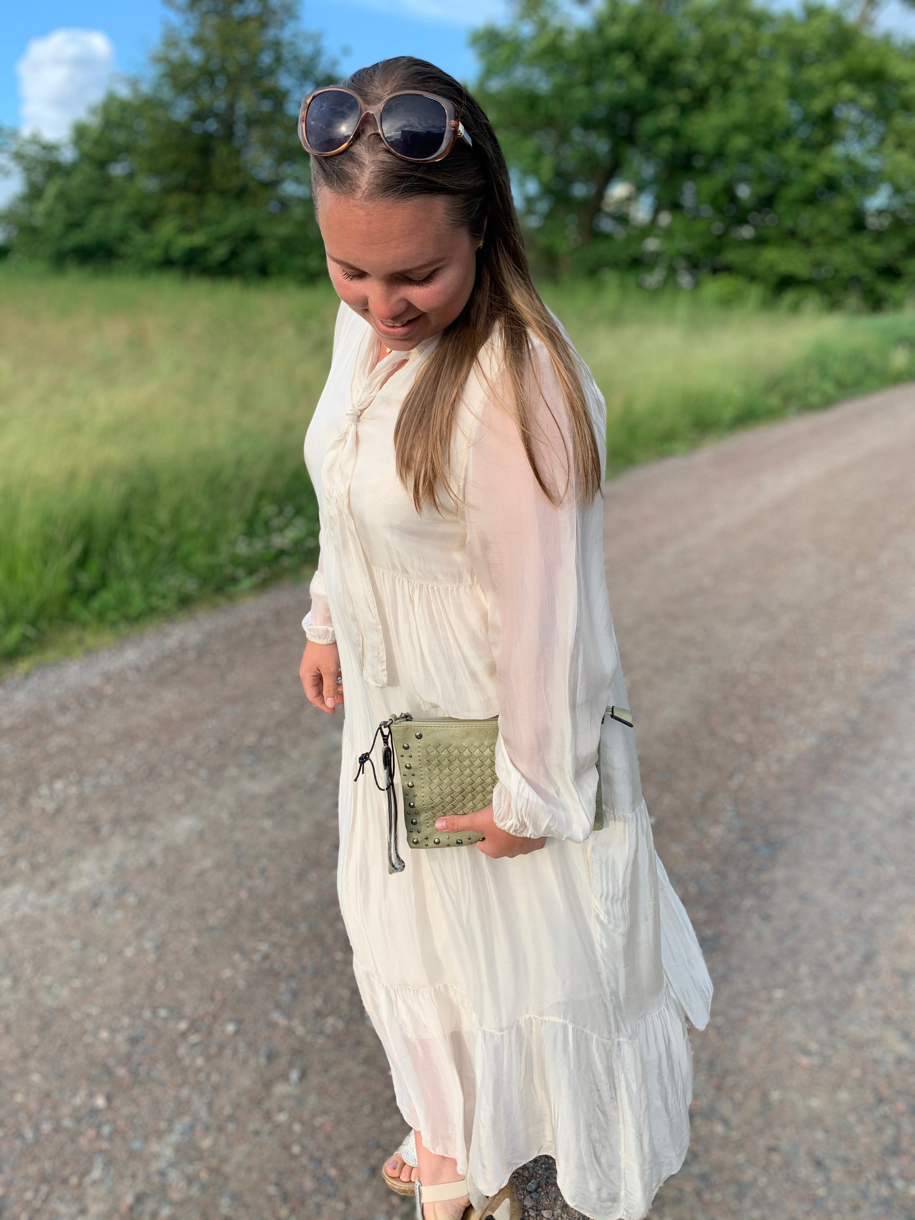 Långklänning lång arm beige silke