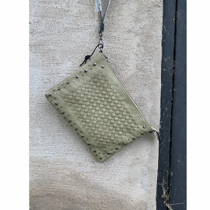 Väska grön med nitar
