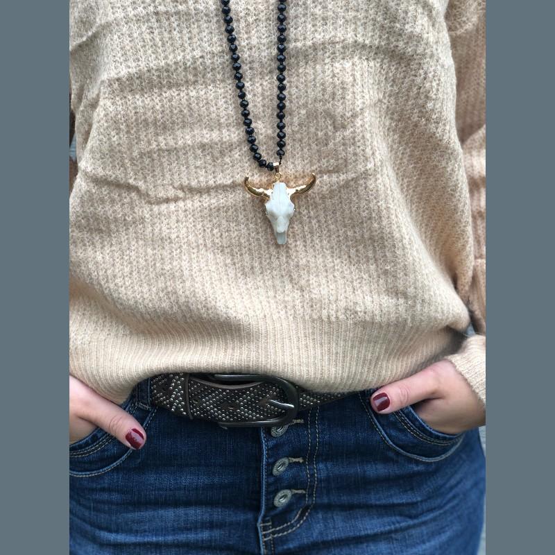 Halsband med tjur kranium