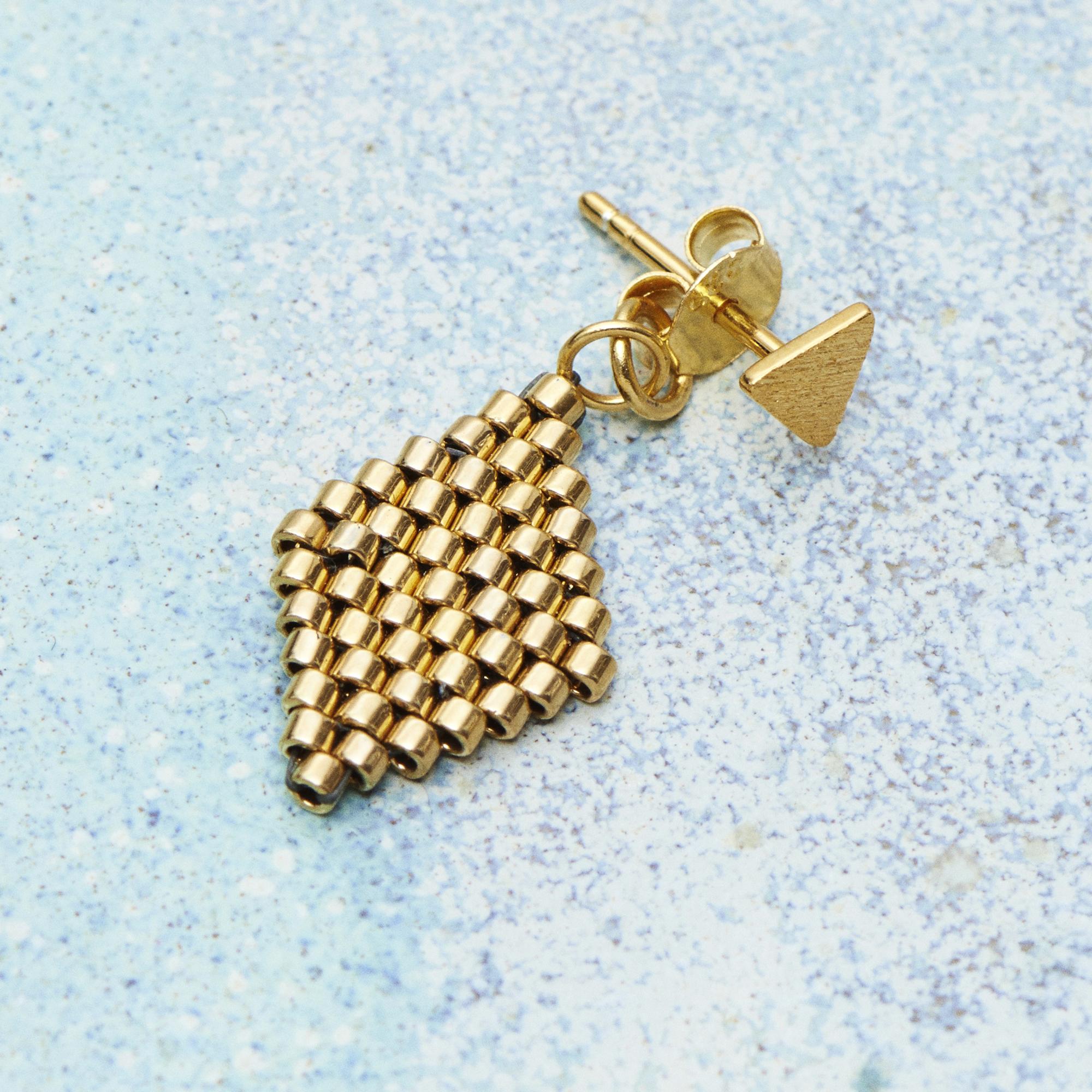 EMMAS - Harlequin Gold behind ear
