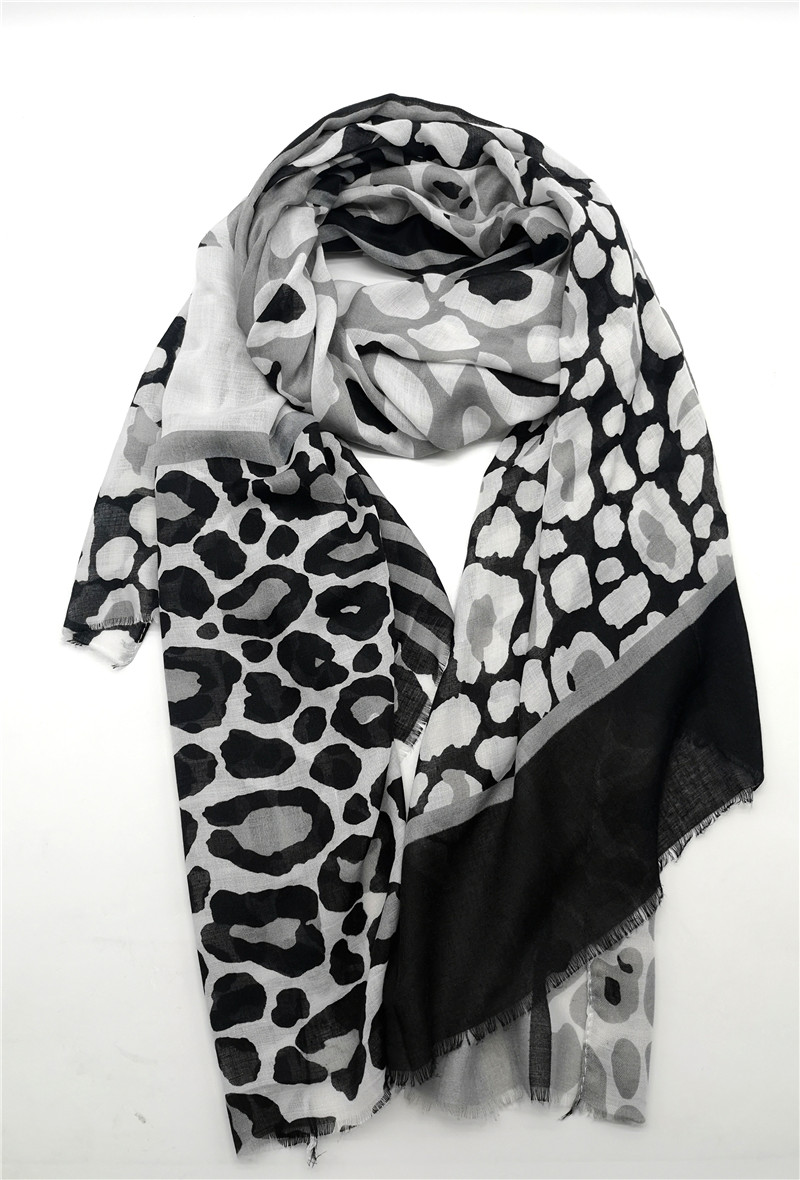 Other Brands New Leo Scarf