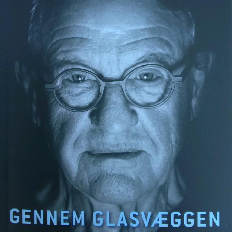 Gennem glasvæggen af Henning Jensen