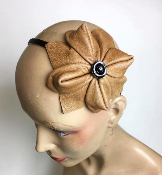 Tyra Therman: Origami-panta, vaaleanruskea nahka lasinapilla, ALE
