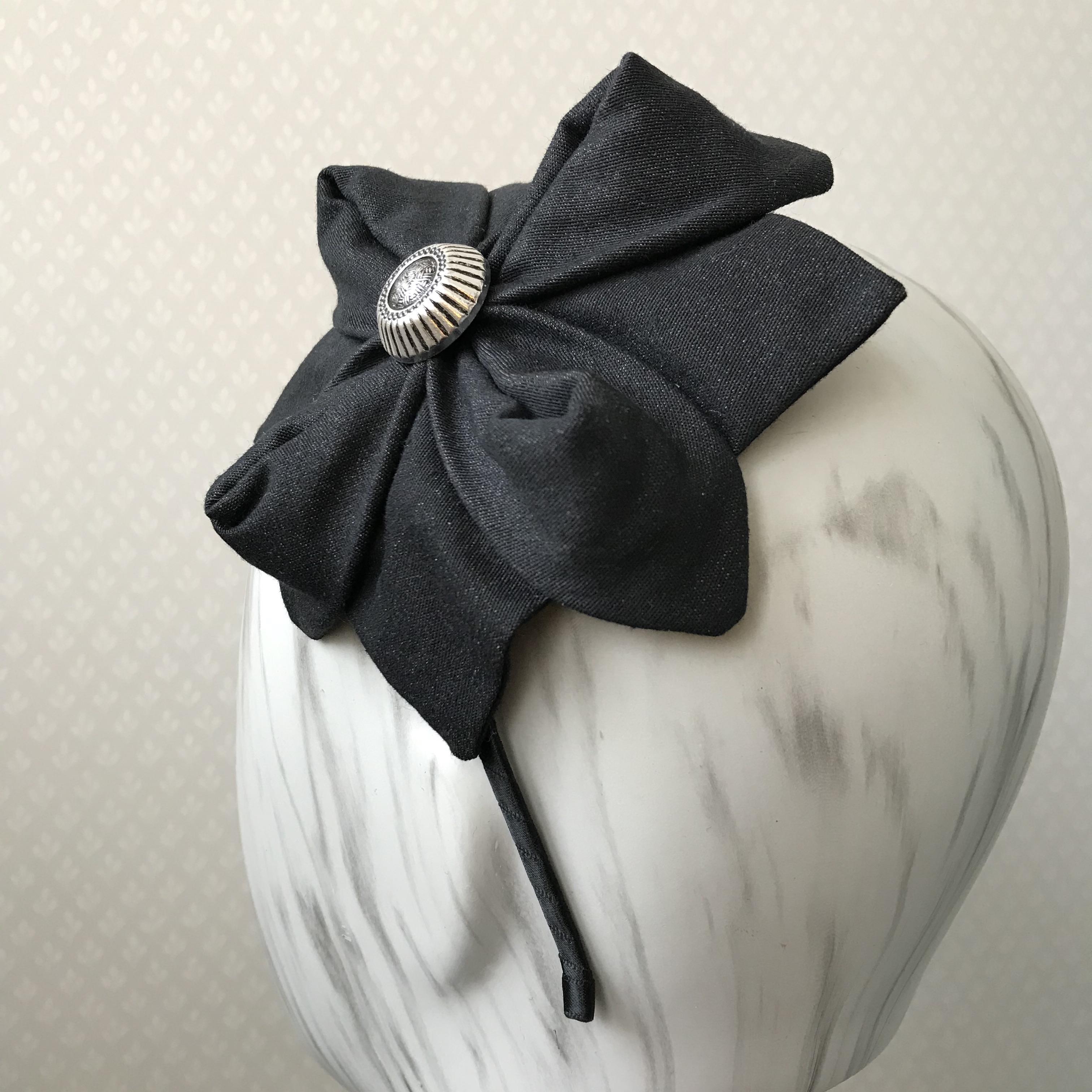Tyra Therman: Origami-panta, tumma denim metallinapilla, ALE