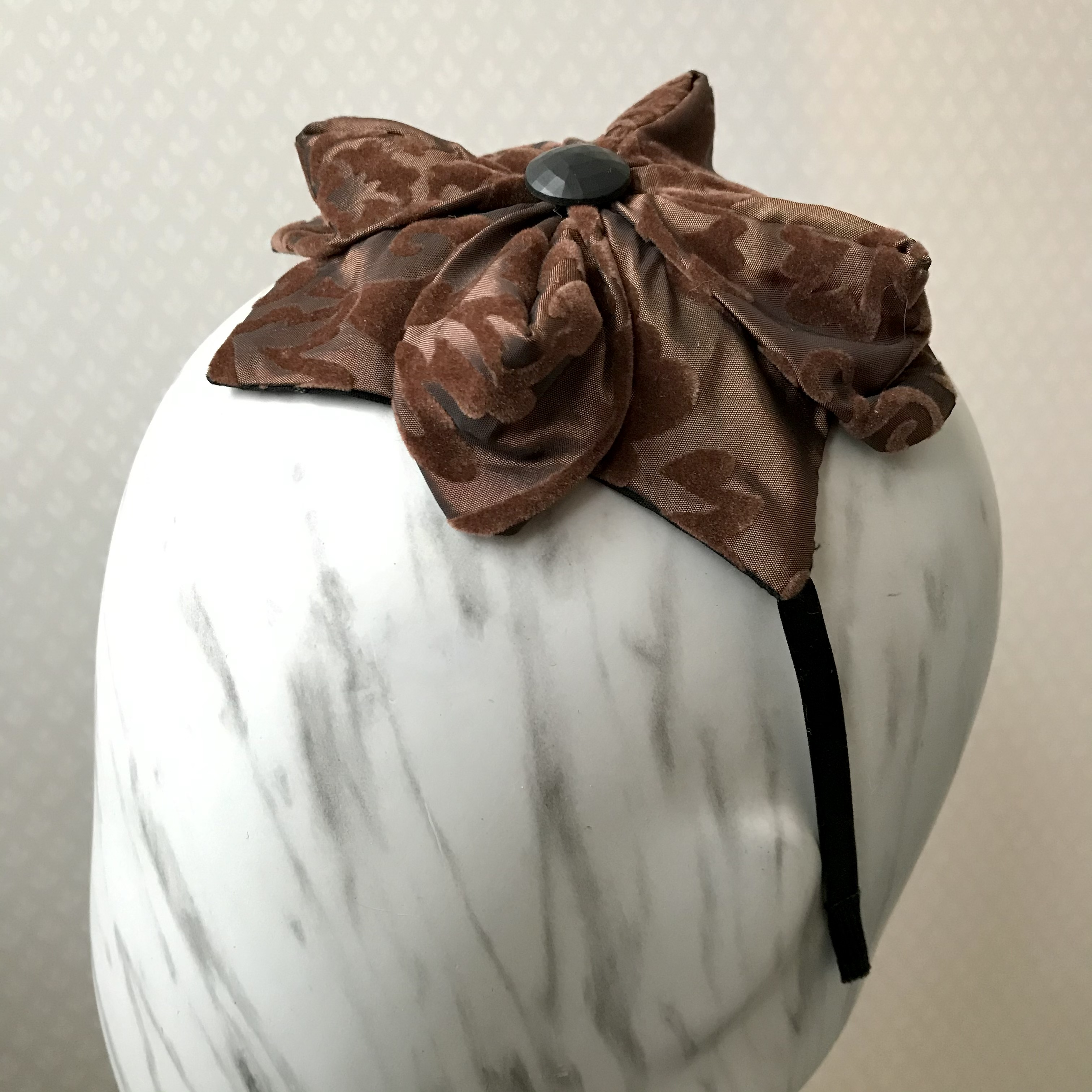 Tyra Therman: Origami-panta, ruskea sametti, ALE