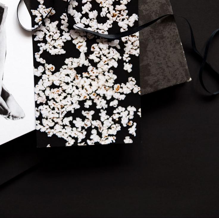 Ainoa Graphic Design: Popcorn-postikortti
