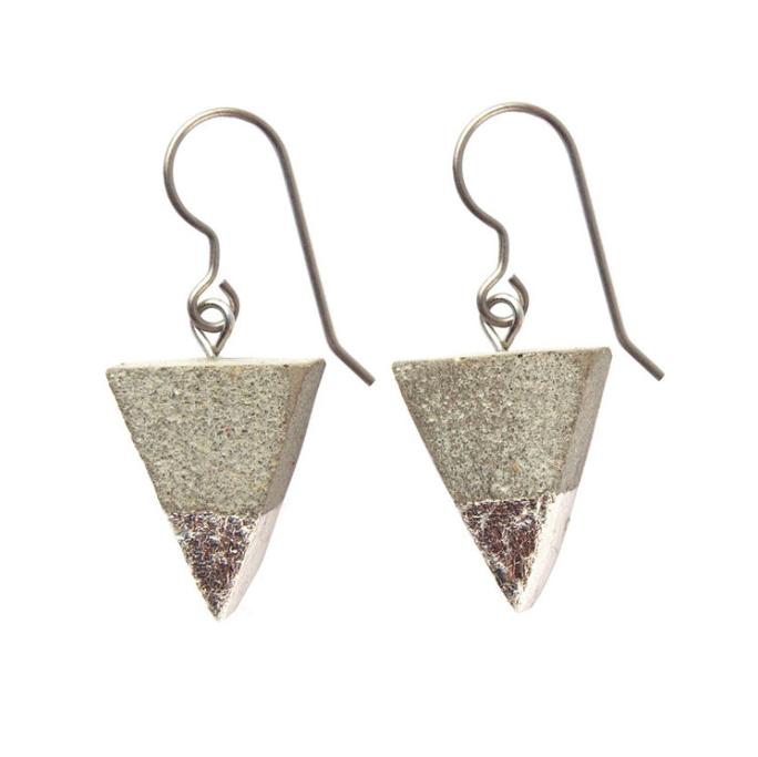 KATIVEE: Triangle-korvakorut, eri metallivärejä