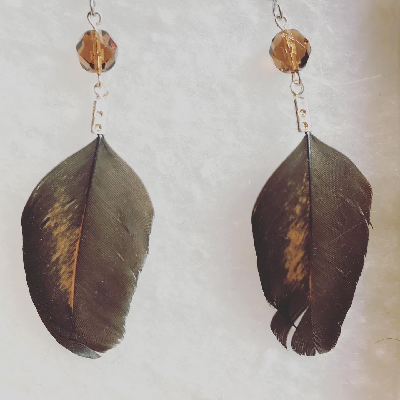 Vuonue: ruskeat Maatiaiskana-korvakorut