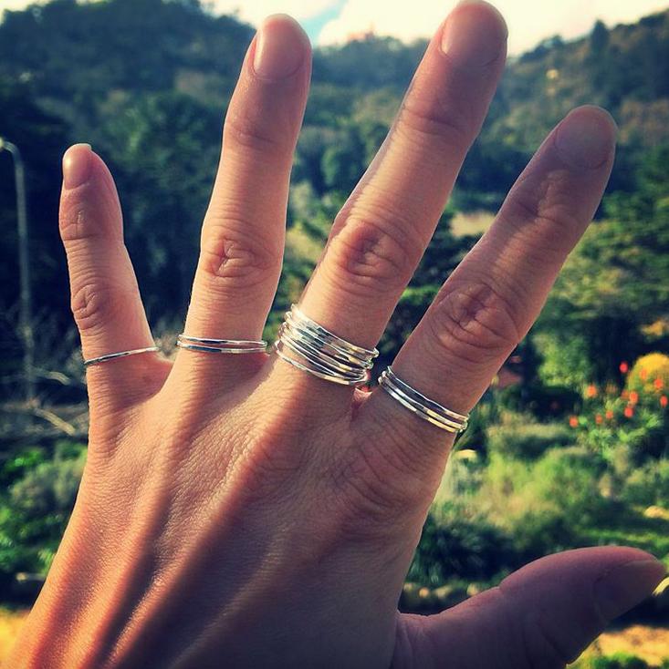 Elli Hukka: Ilma-sormus, eri kokoja
