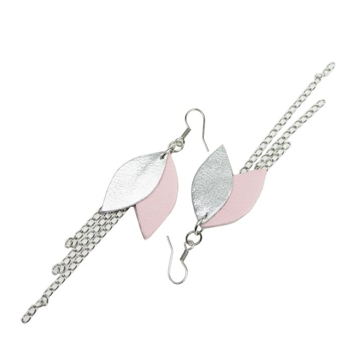 Cobblerina: Lehdykkä-korvakorut ketjulla, väriyhdistelmänä vaaleanpunainen-hopea