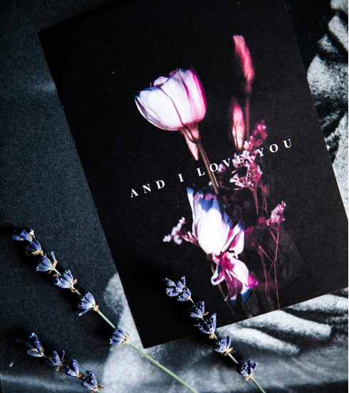 Ainoa Graphic Design: And I love you -postikortti