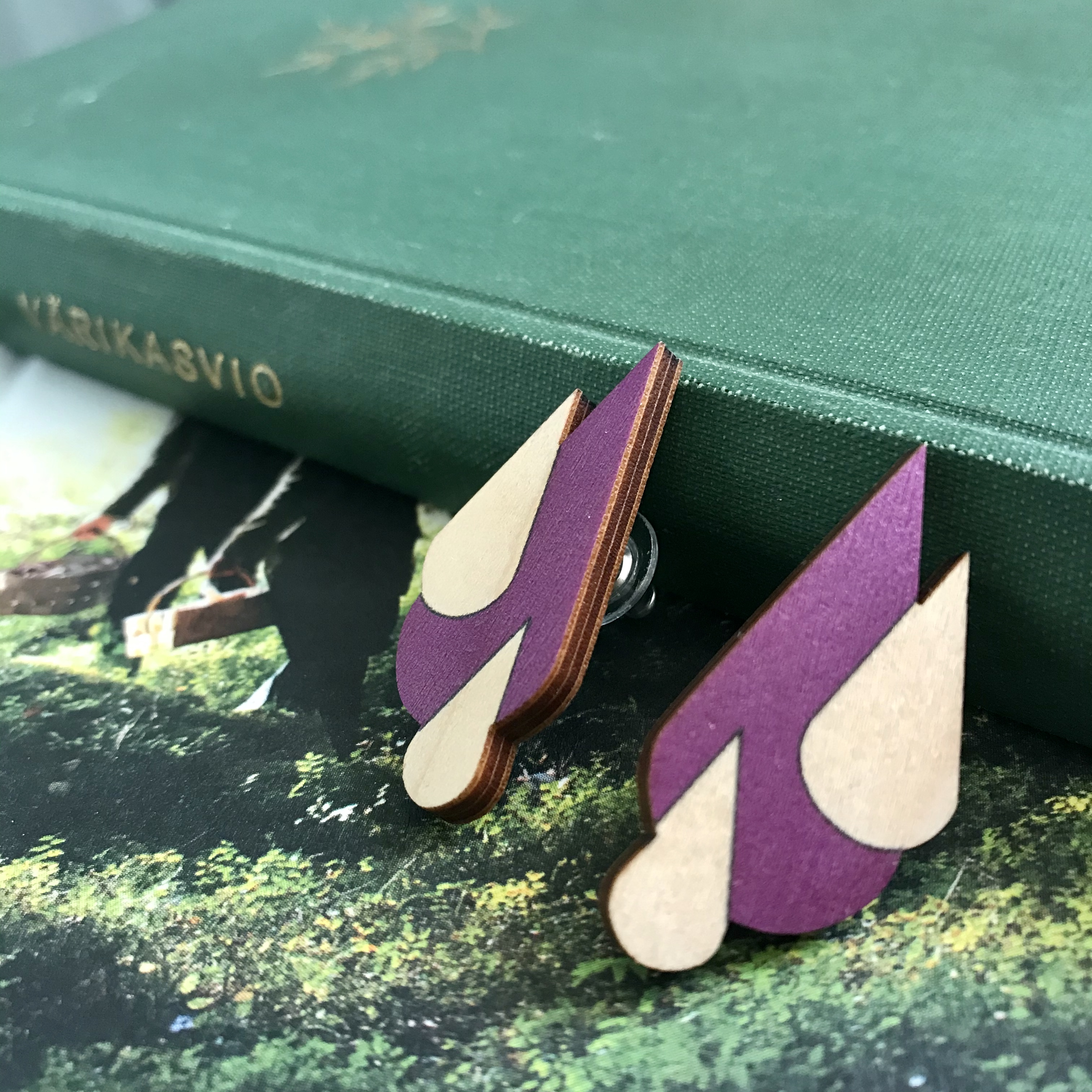 Jatuli: Let it Rain -korvakorut, violetti/koivu