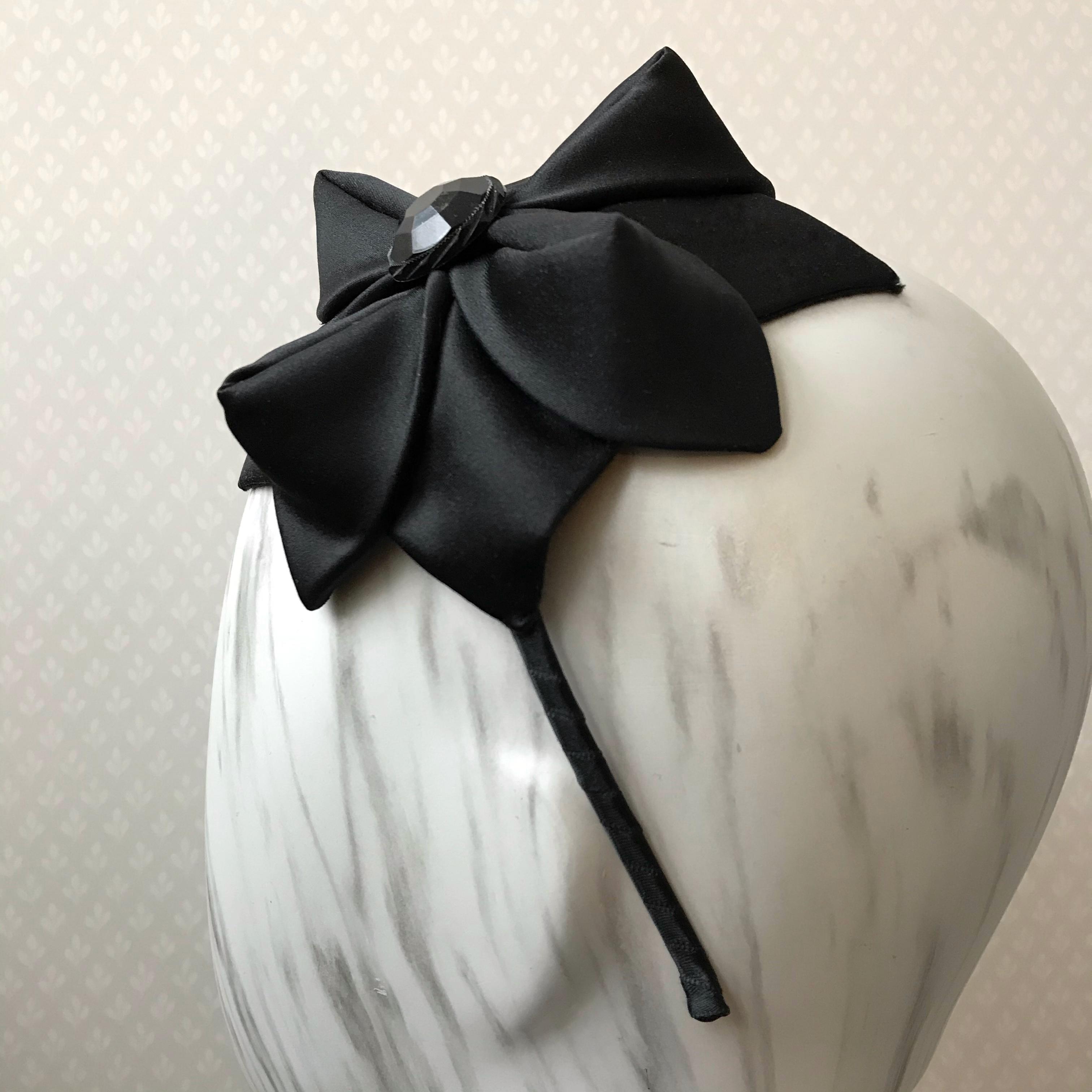Tyra Therman: Origami-panta, musta satiini, ALE