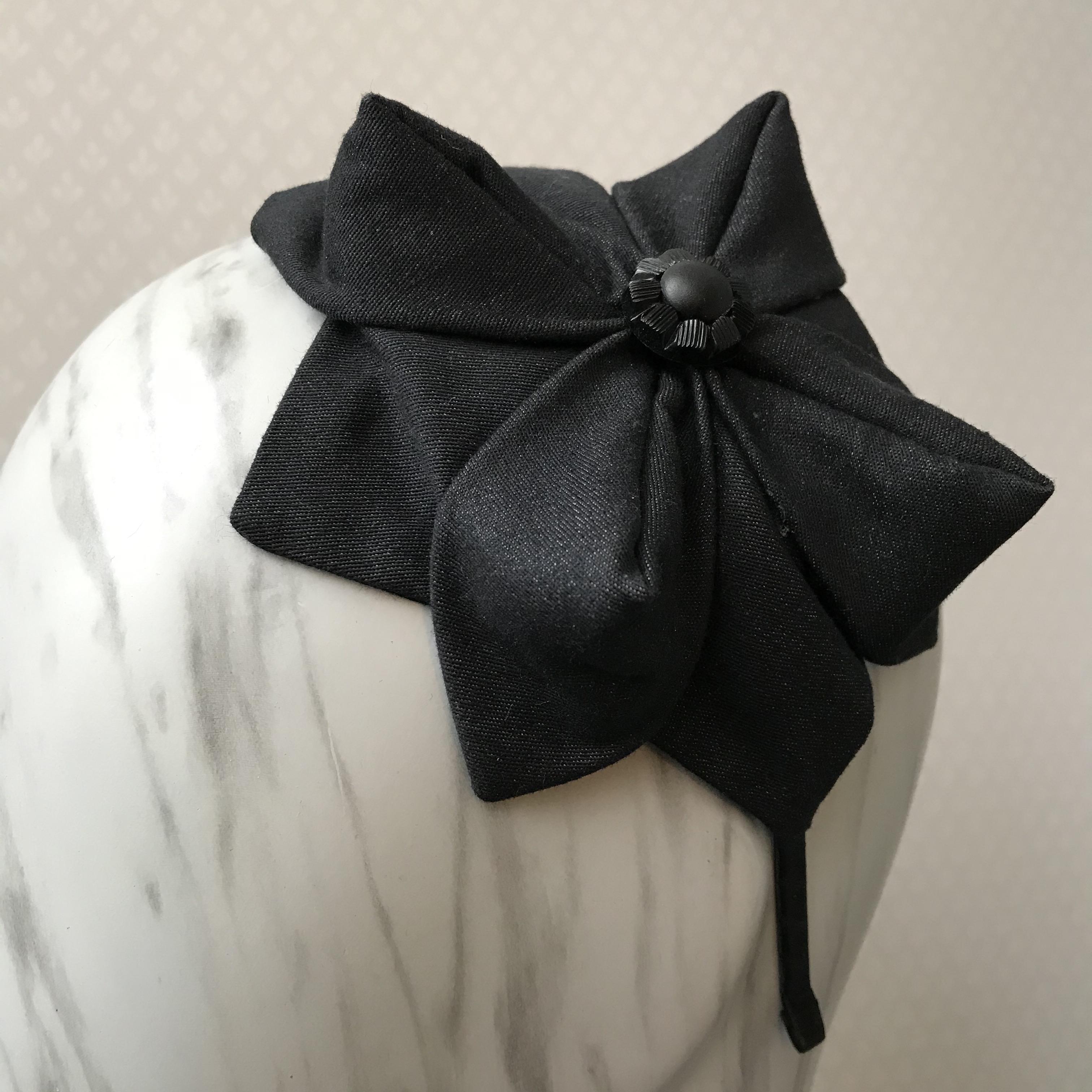Tyra Therman: Origami-panta, tumma denim mustalla napilla, ALE