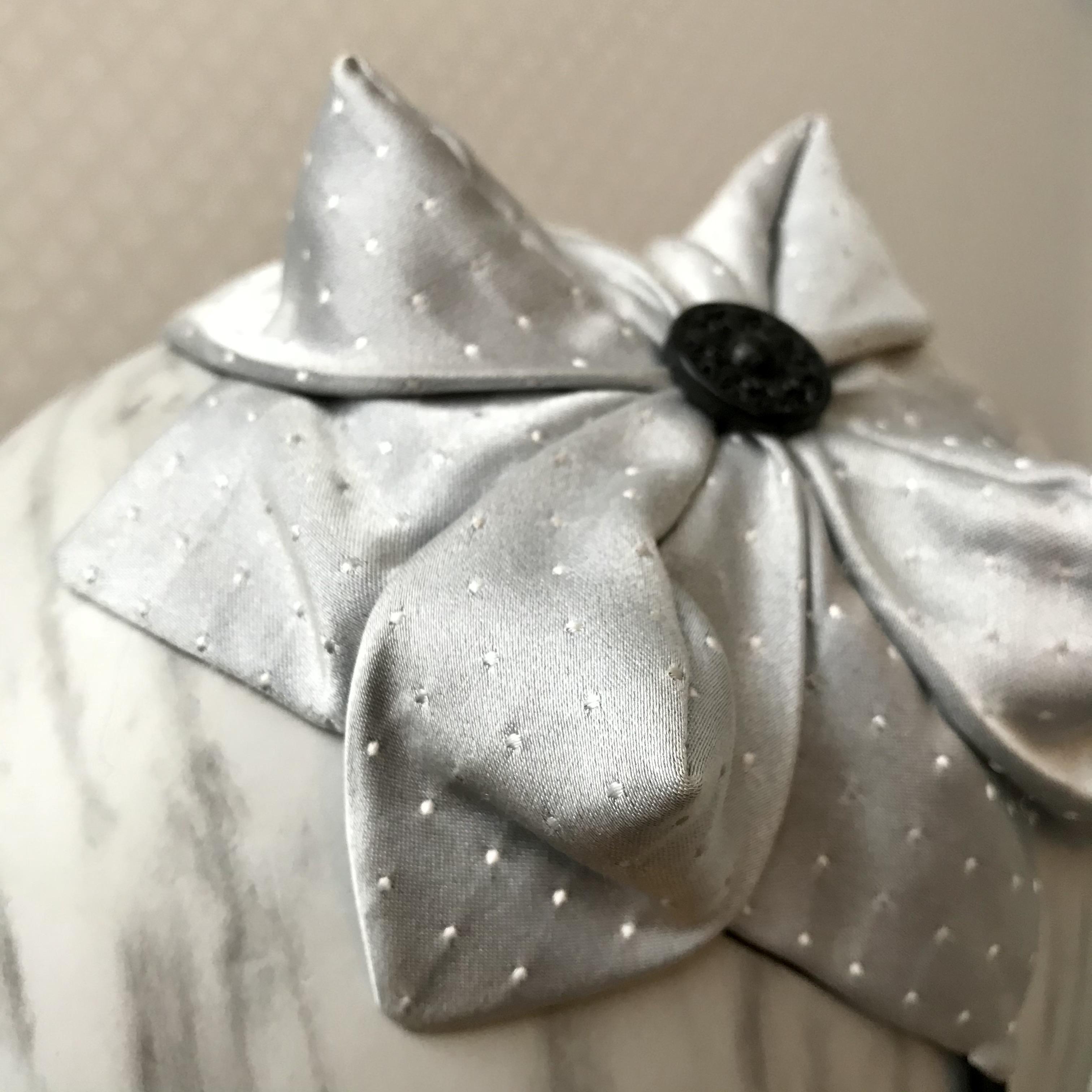 Tyra Therman: Origami-panta, vaaleanharmaa satiini, ALE
