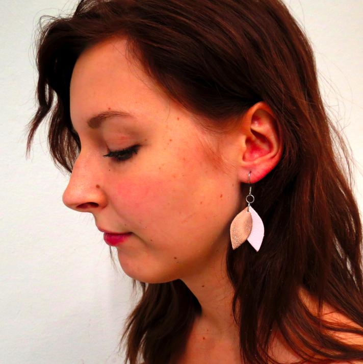 Cobblerina: pienet Lehdykkä-korvakorut, vaaleanpunainen-hopea