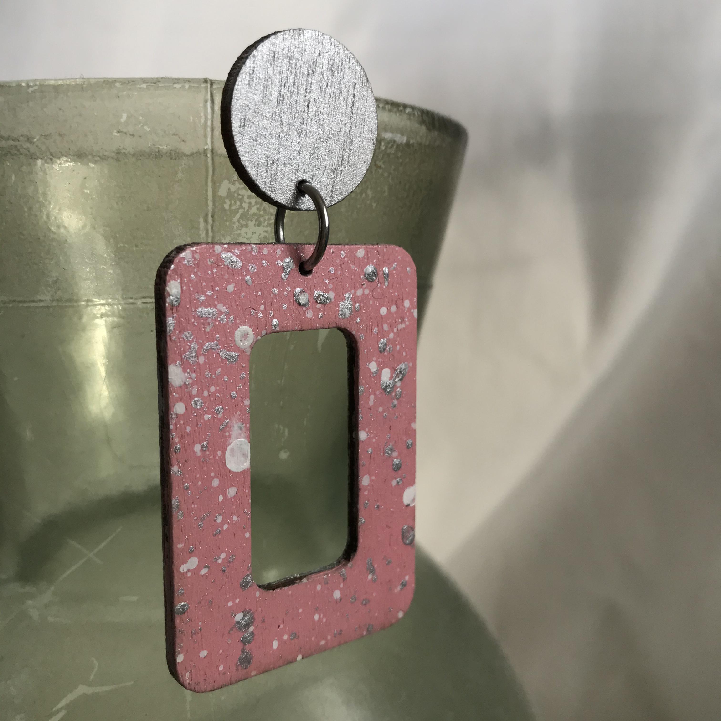 Ilone: Roiske-korvakorut, hopea/vaaleanpunainen