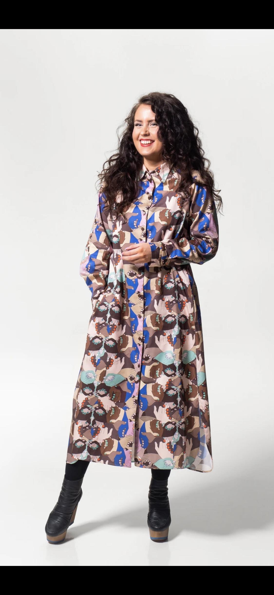 MUKA VA: Kerttu-mekko Together-printillä, koko M
