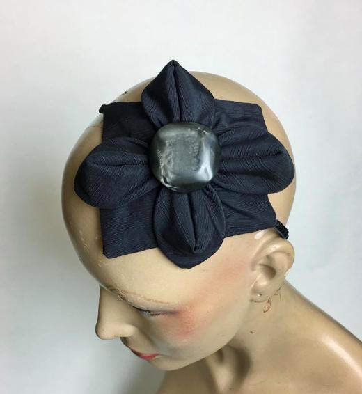 Tyra Therman: Origami-panta, mustaraidallinen isolla napilla, ALE