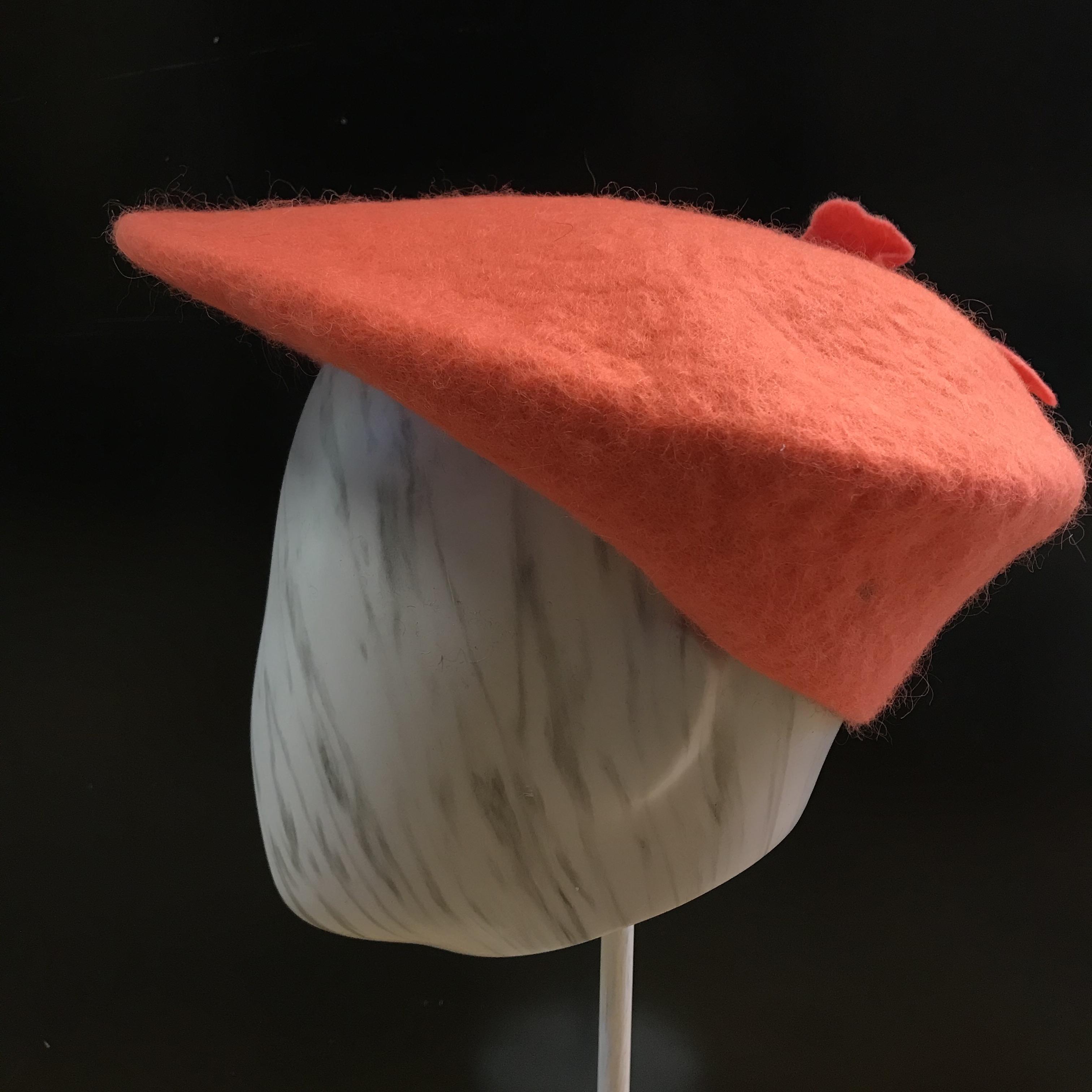 Kehräämö Mustalammas: Lätsä, korallinpunainen koristeella