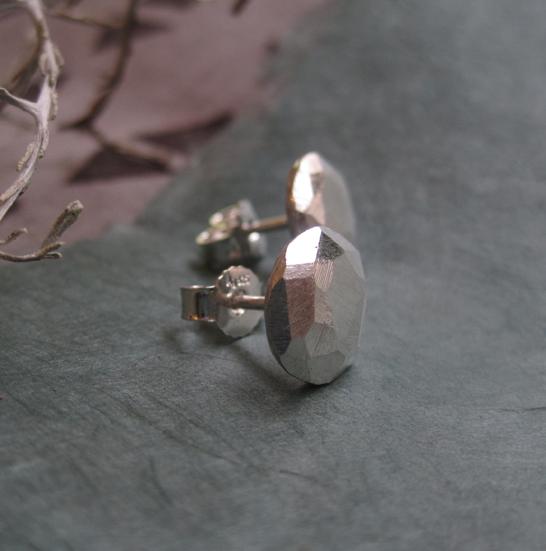 Elli Hukka: Pikkumurikka-korvikset, hopeaa