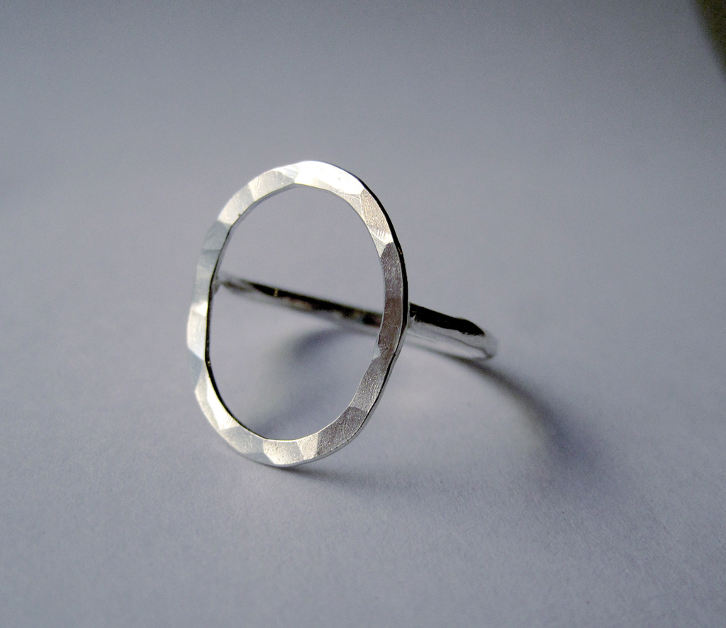 Elli Hukka: Kupliva-hopeasormus